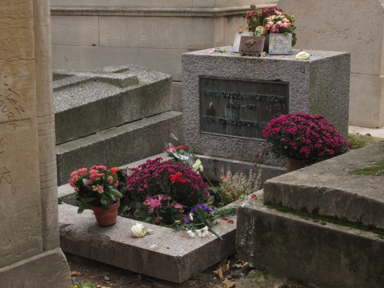 tomb of jim morrison covered in flowers