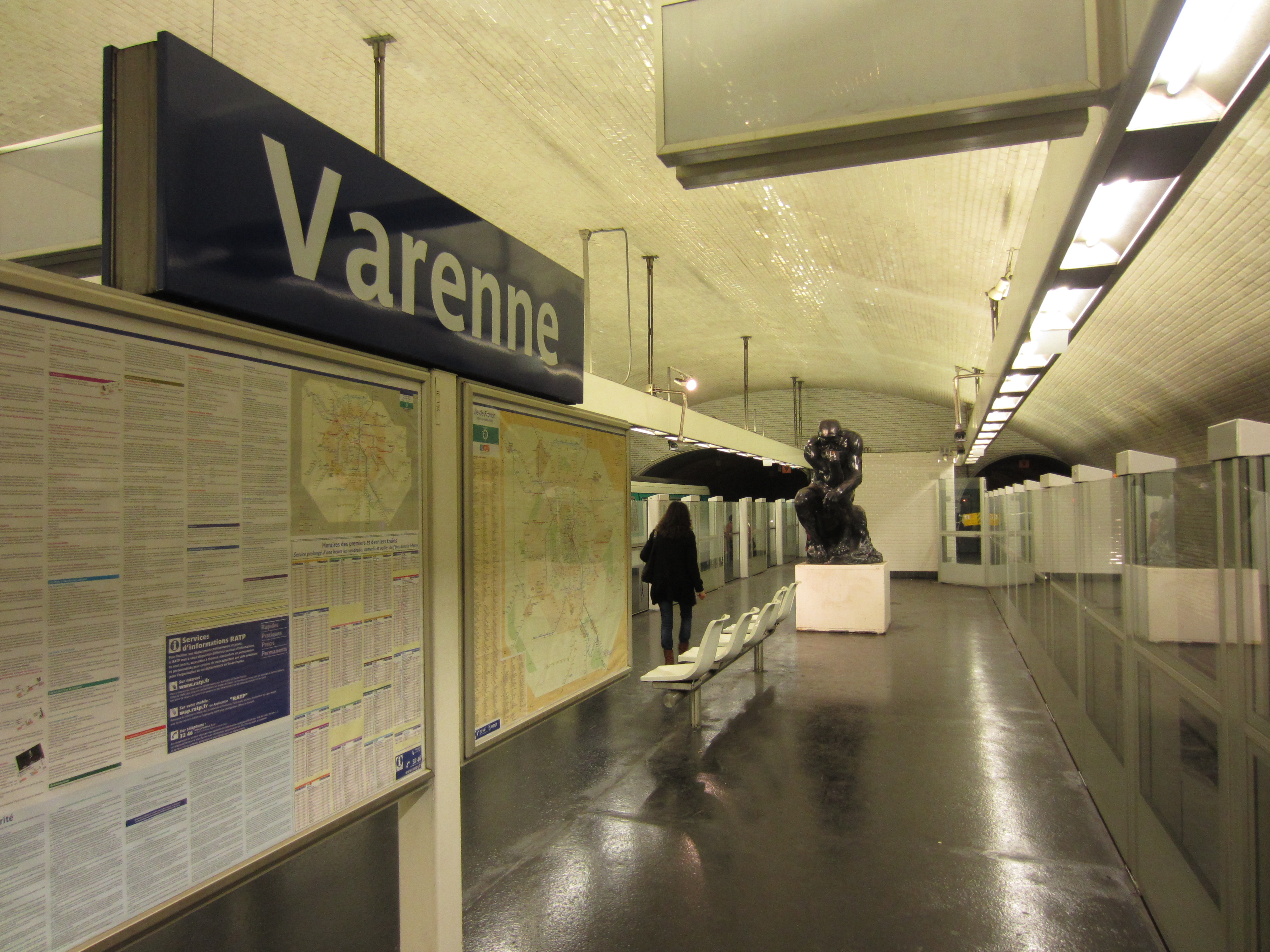 varenne metro station sign