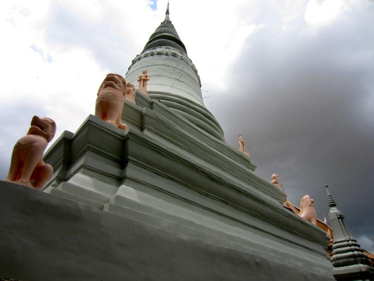 Wat Phnom's salmon pink guardian lions