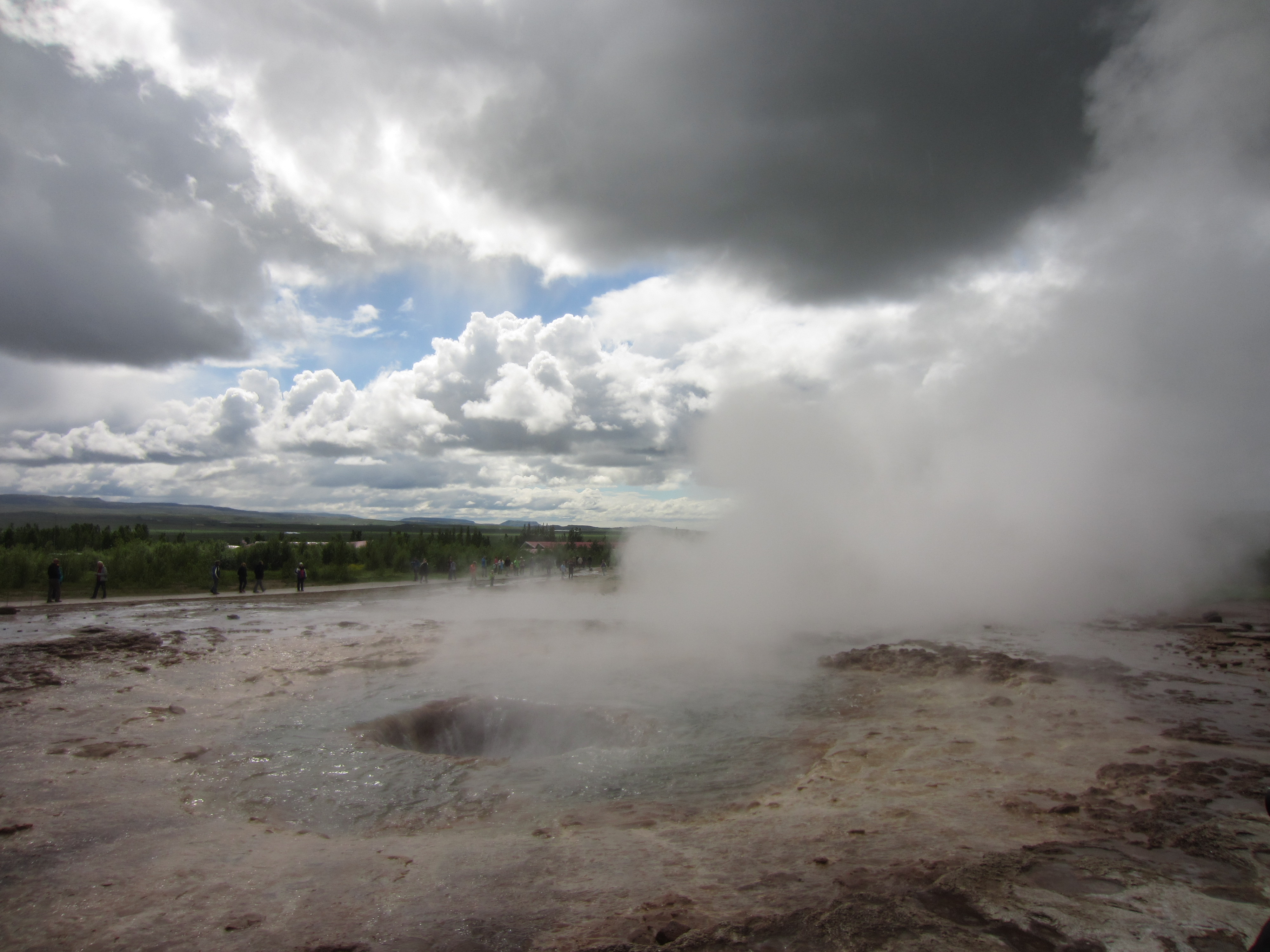 a geysir hole refills after an explosion