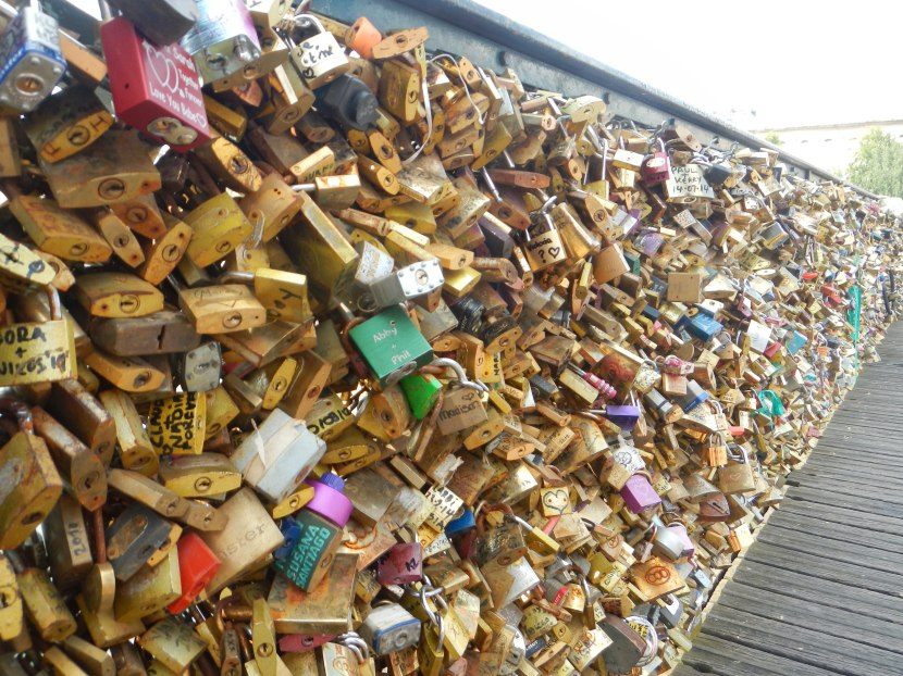 The controversial case of the Paris love locks