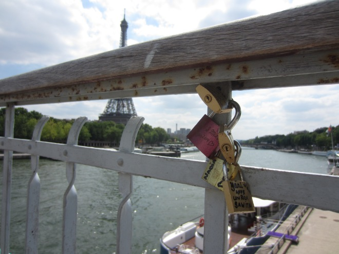 The love locks spreading...to Pont d'Iéna...